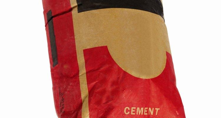 El cemento se vende por bolsa, pero se mezcla con arena y grava para formar el hormigón.
