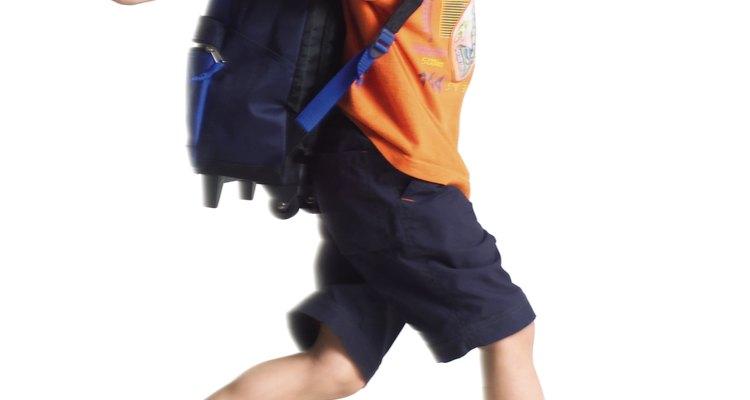 Si el niño camina hasta la escuela, considera adquirir una mochila con material reflectante.