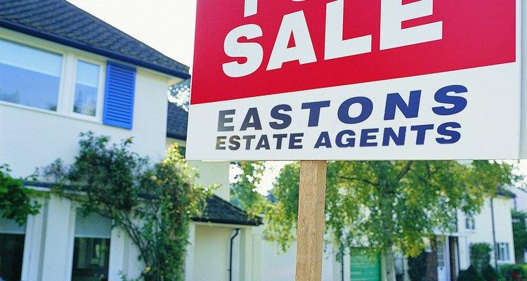 Un contrato de compraventa residencial es un documento legal que proporciona al vendedor una notificación escrita de que estás interesado en la compra de su propiedad.