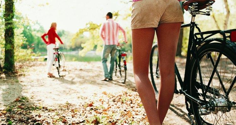 O tendão de aquiles começa na parte média da panturrilha e chega até o tornozelo