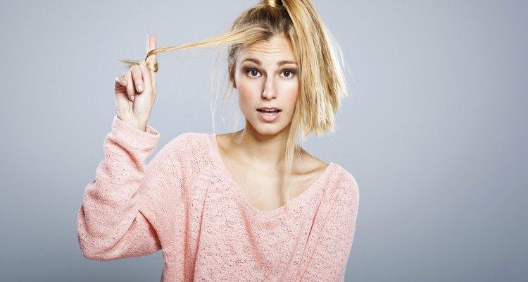 El cabello realmente se puede romper si lo has decolorado demasiado.