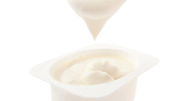 Ingerir iogurte vencido pode causar efeitos colaterais
