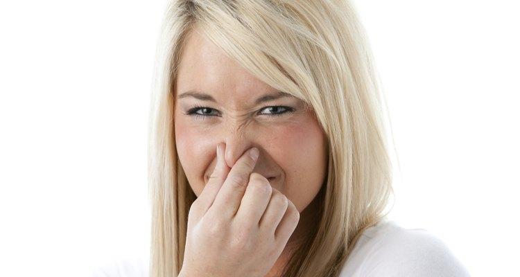 Um presunto estragado poderá emitir um forte odor desagradável