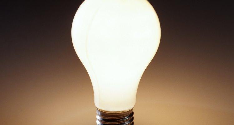 Existe um número de minerais usado para fazer a lâmpada funcionar