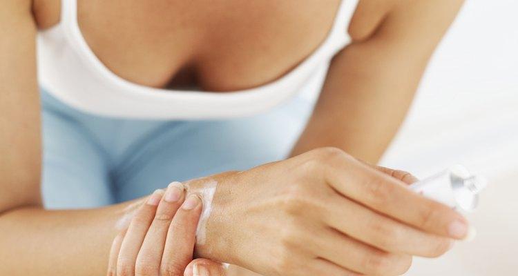 El síndrome del túnel carpiano es ocasionado por un incremento en la presión del nervio mediano.