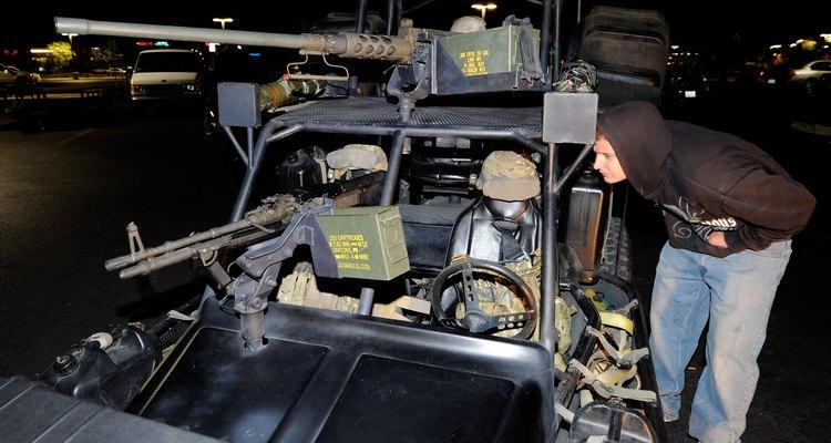 Vehículos de ataque rápido con cañones M60 (abajo) y 0,50.