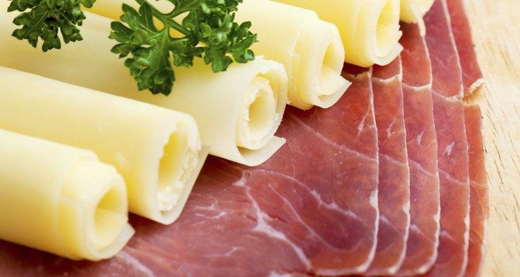 Combine queijos e carnes para qualquer ocasião