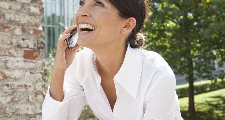 Hablar por teléfono es una avanzada forma de comunicación  verbal mediante la tecnología.