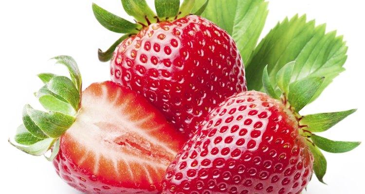¿Qué podría ser más tentador que frutillas grandes y exquisitas brotando de un canasto colgante, esperando a ser cosechadas?