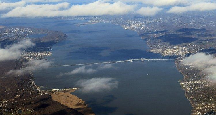Tarrytown se encuentra justo al norte del Puente Tappan Zee, sobre el Río Hudson.