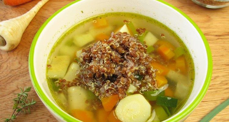 Sopa de vegetales y quinoa.