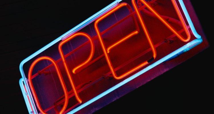 Fotografias de neons criam um sentimento de nostalgia