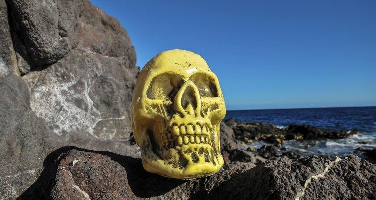 El día de muertos es celebrado en casas y cementerios.