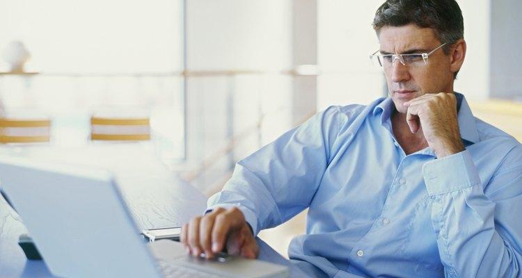 Camisas sociais de mangas cumpridas são comuns em escritórios