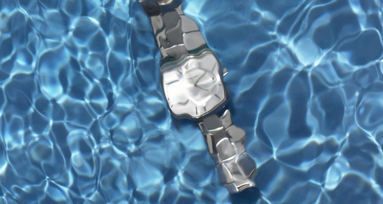 O WR100 suporta até 100 m de profundidade na água
