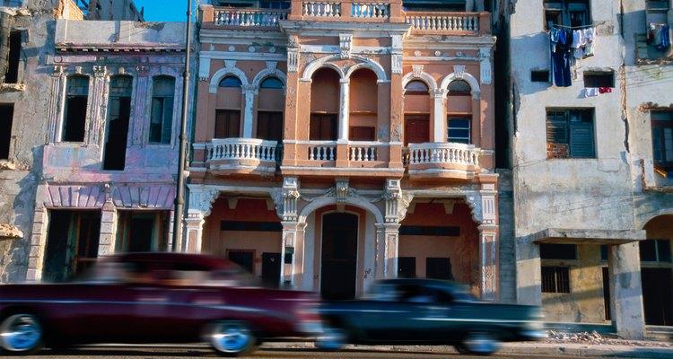 O embargo dos Estados Unidos contra Cuba desde 1960 é um exemplo proeminente de sanção econômica