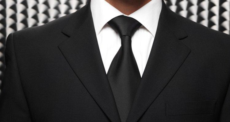 No hay posibilidad de equivocarte si llevas un traje negro.