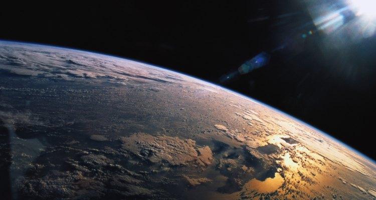 O ângulo do sol depende da posição da Terra em relação ao sol