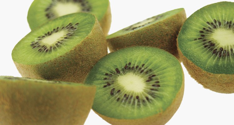 El kiwi contiene el doble de vitamina C que una naranja.