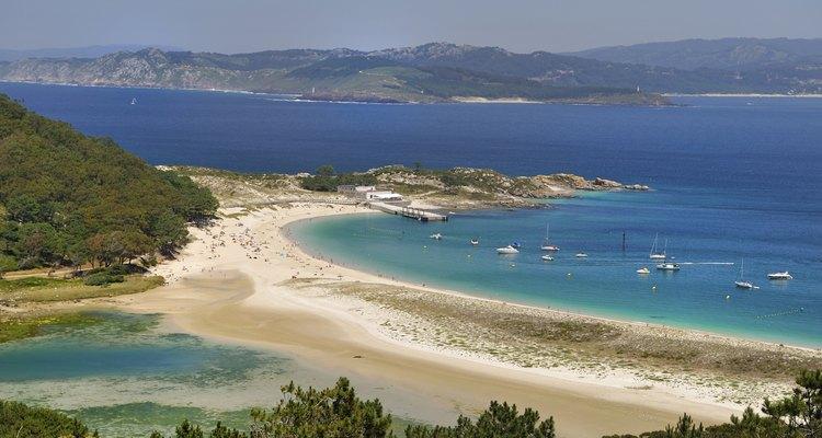 Las playas ofrecen relajantes paseos en plena naturaleza.