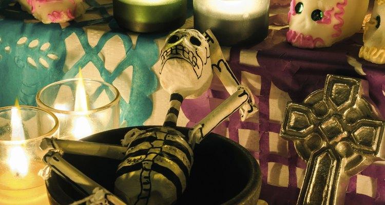Las calaveras son un elemento común tanto en Halloween como en el Día de los Muertos.
