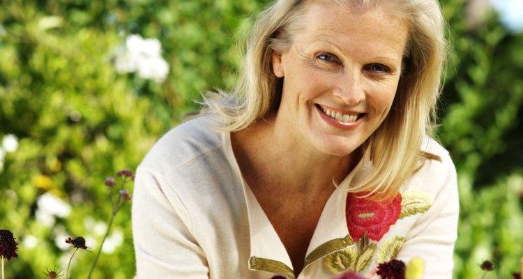Las plantas y flores aromáticas traen toques de una hermosa fragancia a un jardín.