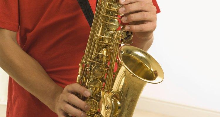 Remova a corrosão de seus saxofone para que ele pareça novo