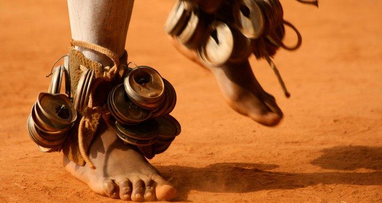 Los pies que bailan de un hombre de la tribu Zulu.