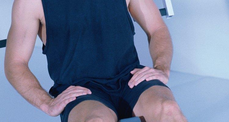 Adapte seu treino para exercitar os intercostais com técnicas de respiração profunda.