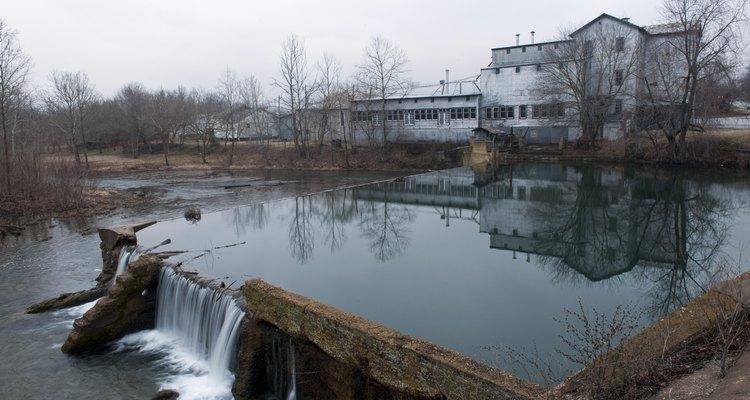 Aunque ya no está en uso, el molino de Ozark se encuentra junto al río Finley en Ozark, Missouri.