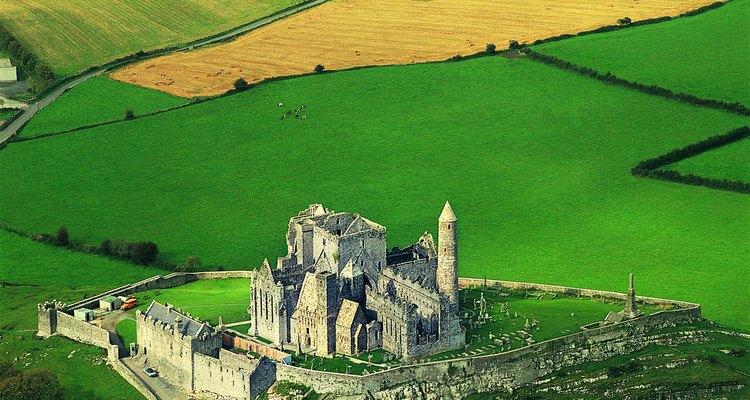 Gran parte de Rock of Cashel fue construido en el siglo XII.