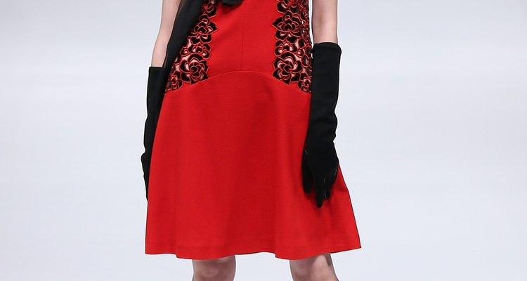 Una modelo muestra una pieza de la colección Xie Feng en la Semana de la Moda de Beijing Otoño/Invierno 2013-2014 en marzo de 2013.