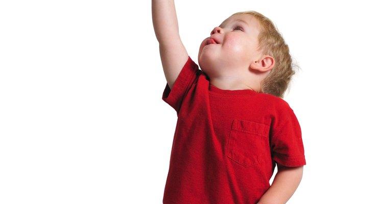 O elástico do short das crianças pode ser esticado para dar um tamanho maior à roupa