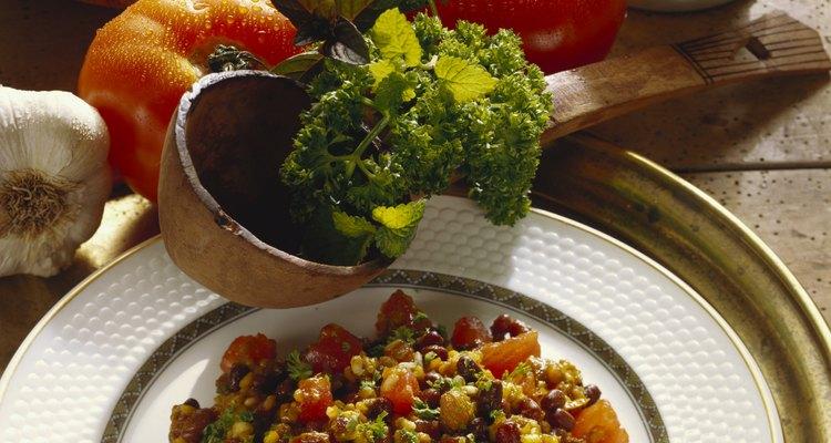 Haz una comida en un recipiente con amaranto o quinoa y con verduras.
