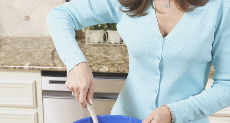 Adicione leite à massa de ovos
