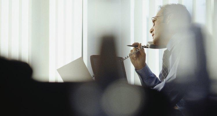 Las llamadas que recibas de tus acreedores podrían ser formas de acoso.