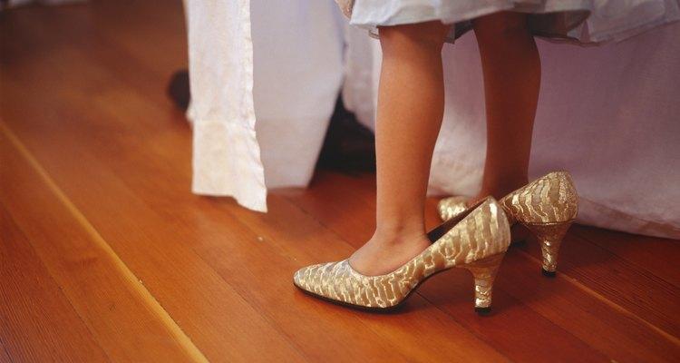 Las plantillas hacen que el zapato se ajuste bien.