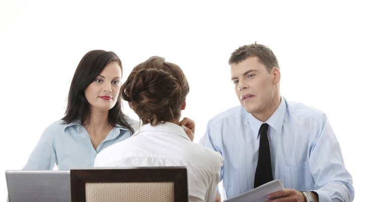 Las preguntas sobre liderazgo en una entrevista de trabajo cubren una amplia gama de habilidades como la integridad, el manejo de la adversidad y la visión.