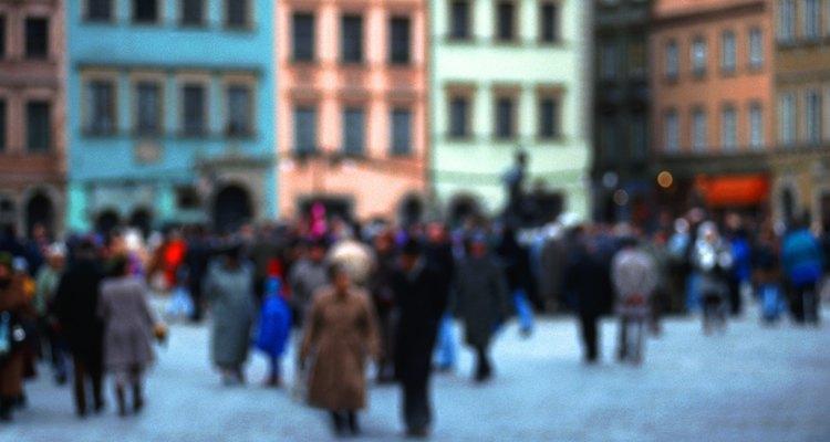 Los polacos se saludan entre sí con un apretón de manos cortés y un saludo apropiado para la hora del día.