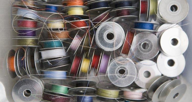 As bobinas podem ser enchidas à mão ou por uma máquina de costura