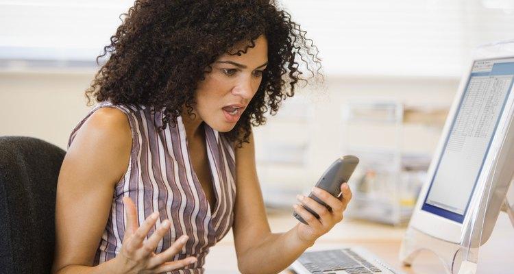Algumas pessoas escolhem para os seus celulares os toques mais irritantes de todos os tempos e você, que nem conhece o fulano direito, se torna mais uma involuntária vítima