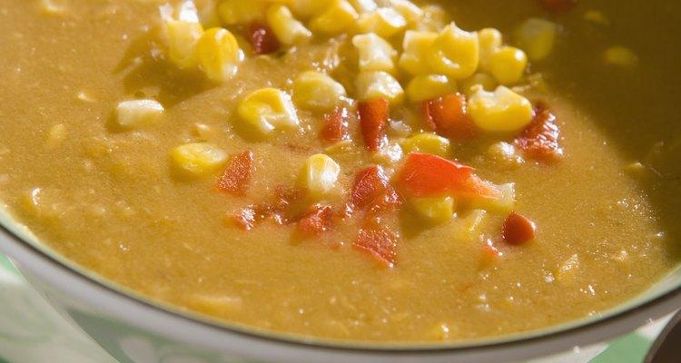 Misturar amido de milho à sopa pode dar a ela a textura desejada
