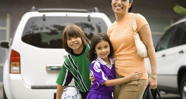 En algunos casos, es ilegal dejar niños a menores de determinada edad solos sin la supervisión adecuada.