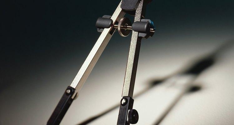 Um compasso pode ser usado como guia para construir um losango