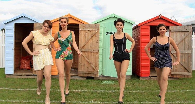 Los trajes de baño de una pieza de los 60s eran modestos.