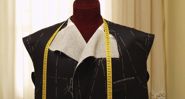 Jaqueta costurada em um manequim de alfaiataria