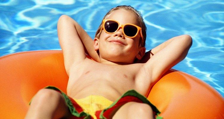 Los cursos de mantenimiento de piscinas pueden enseñarte cómo limpiar una piscina adecuadamente.