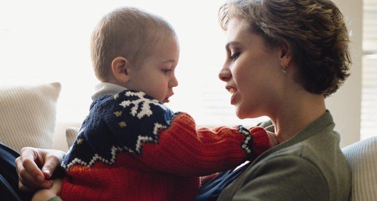 La primera y más fácil forma de enseñar buena habla es hablar con tu hijo.