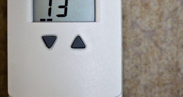 Verifique se o termostato do ar-condicionado está ajustado a uma temperatura abaixo da atual do ar