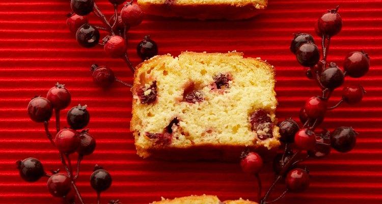 Rejuvenesça um bolo seco com um pouco de líquido doce
